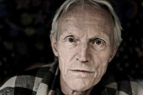 Kultartisten John Holm om livet i Älmeboda