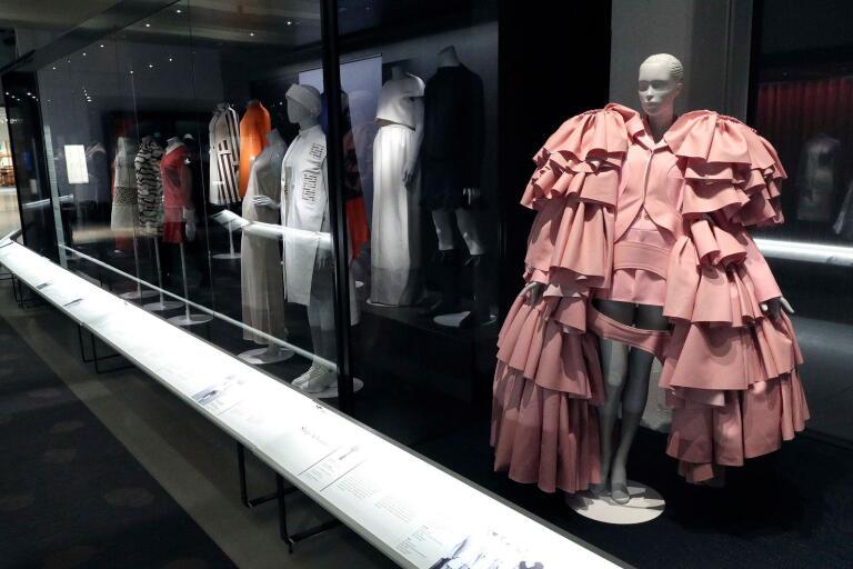 """Samarbetet med Victoria and Albert museum i London gjorde bland annat Textilmuseet till ett av fyra museer i världen där utställningen """"Balenciaga – Master of couture"""" visats."""