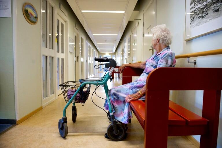 رفع حظر زيارة دور المسنين في الأول من أكتوبر