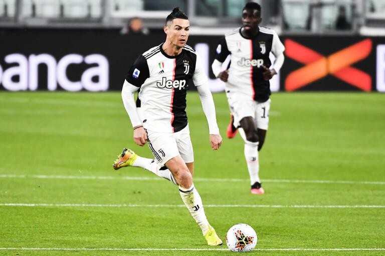 Cristiano Ronaldo och hans lagkamrater går med på att sänka sina löner under fyra månader. Arkivbild.