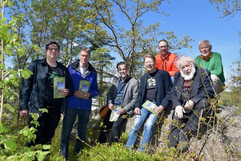 Måns Areskoug, föreningen Nässelfrossa, Johnny Isaksson, som representerar olika lokala föreningar, Anders Nylander, bibliotekschef, Rolf Persson, föreningen Nässelfrossa, Jonke Höglund, Sparbanken Karlshamn, Johnny Karlsson, föreningen Nässelfrossa och Jüri Känno, föreningen Nässelfrossa.