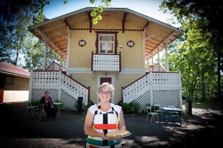 Helen Madestam driver Villa Utsikten tillsammans med Samuel Lindgren, men inte länge till.