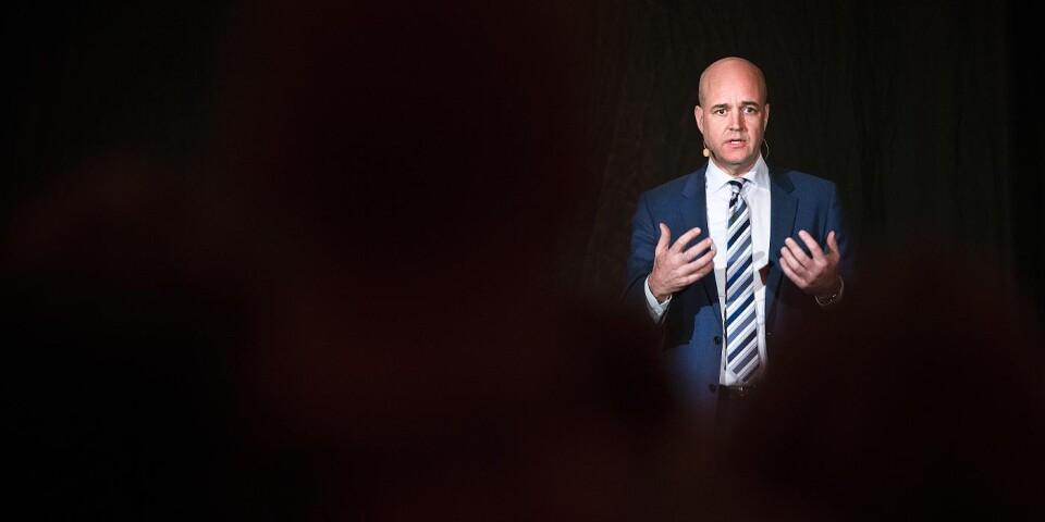 Fredrik Reinfeldt under ett besök i Ulricehamn.