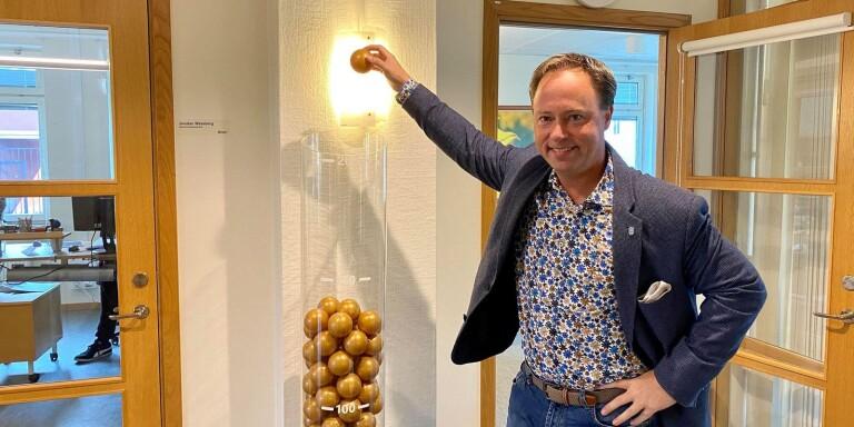 """""""Så många företag har Borgholm kontaktat telefonledes."""" Näringslivsutvecklare Kristian Sjövall får symbolisera en av de insatser som tros ligga bakom förbättringen av företagsklimatet i Borgholm."""