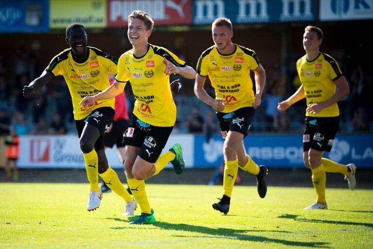Taylor Silverholt (längst fram) och lagkamraterna hoppas på ännu en seger mot Skövde AIK.