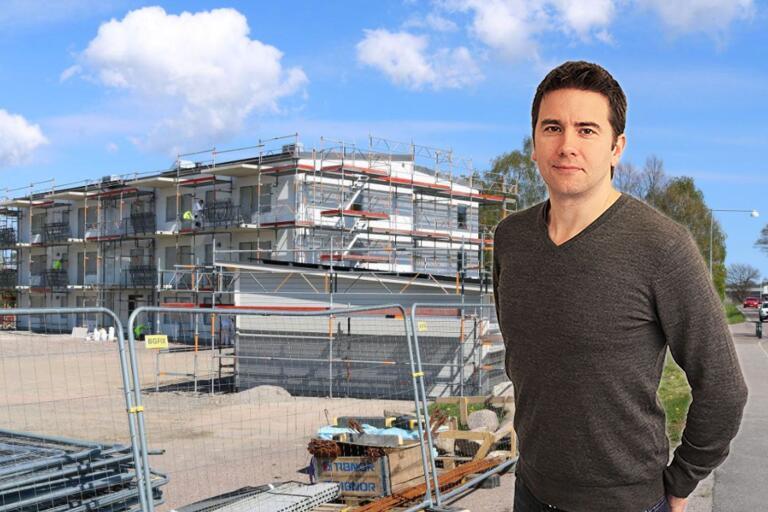 """Äntligen har byggandet av hyreslägenheter kommit igång på Öland. """"Även unga och de utan en massa pengar på banken måste kunna ha möjlighet att bo på Öland"""", tycker Ölandsbladets chefredaktör Peter Boström."""
