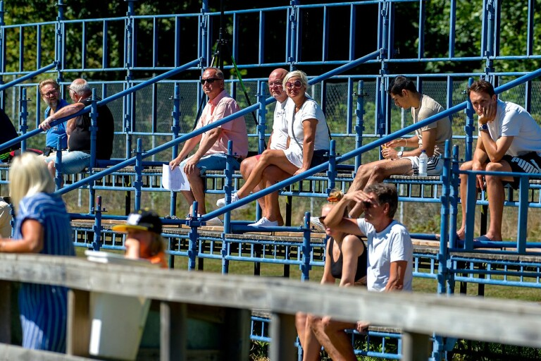 Football: Public can go and watch local matches again