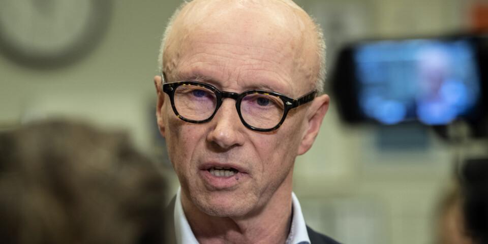 Per Follin vid ett pressmöte med anledning av att en coronasmittad patient har avlidit på Karolinska universitetssjukhuset i Huddinge.