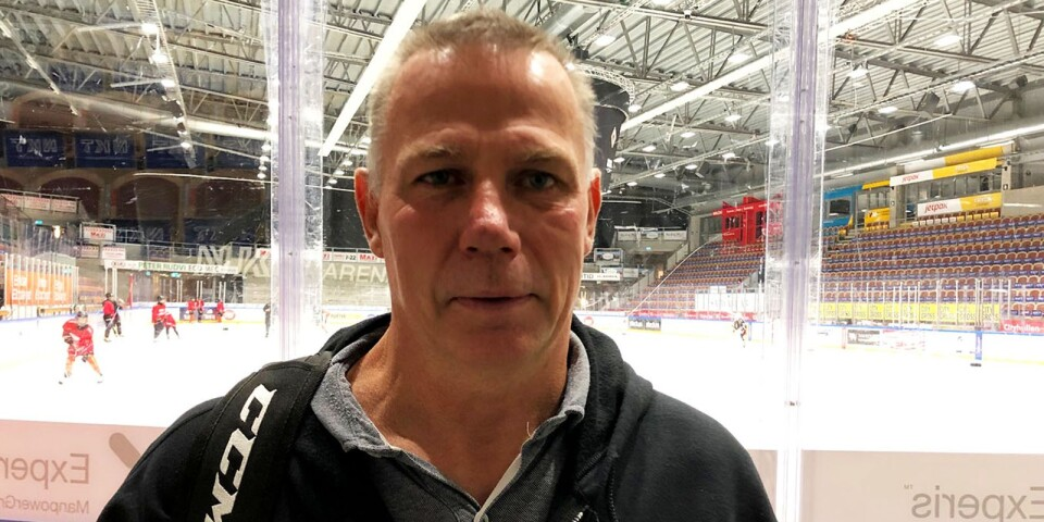 Skägget är borta. annars är han sig lik, 57-årige hockeytränaren Maths Lusth.