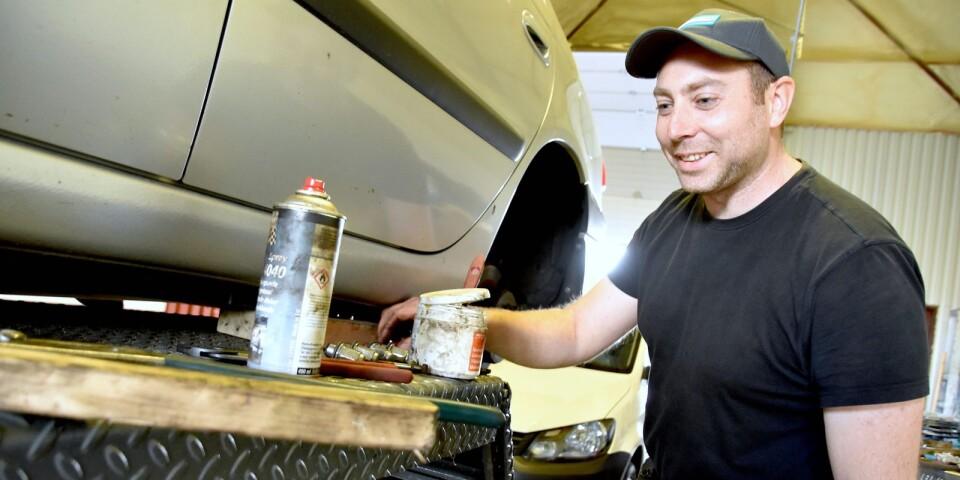 Remi Söderberg började jobba på Thores Däck & Bilservice bara några månader innan företaget såldes i november förra året. När företaget drog i gång igen var han inte sen att haka på