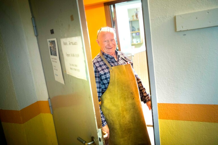 82-årige skomakaren köpte drömbil för vinstpengar