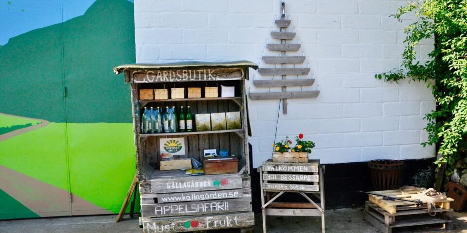 – Gästerna kan köpa produkter direkt från köksträdgården, och Källagårdens egen äppelmust samt äpplen under säsong i den lilla gårdsbutiken, berättar Eva Sendel och Jörgen Andersson.