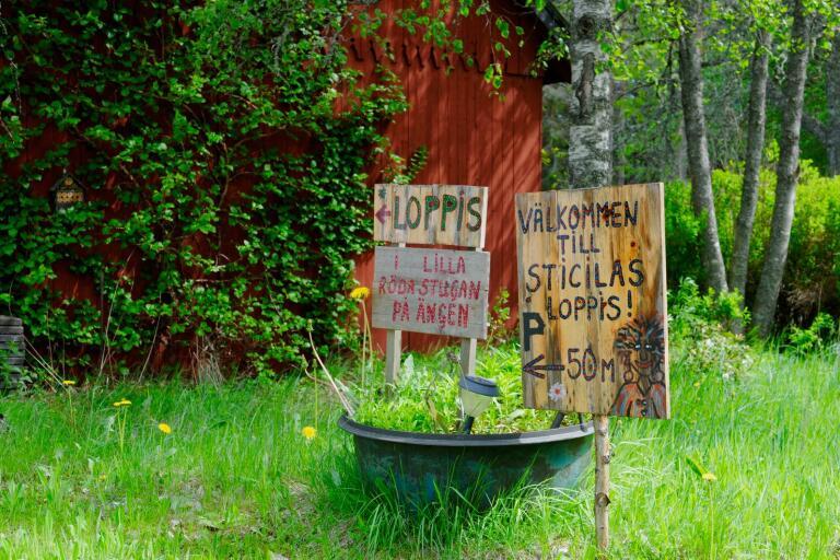 Det finns gott om loppisar i Lessebo kommun. Sticilas i Kosta är en av dem.