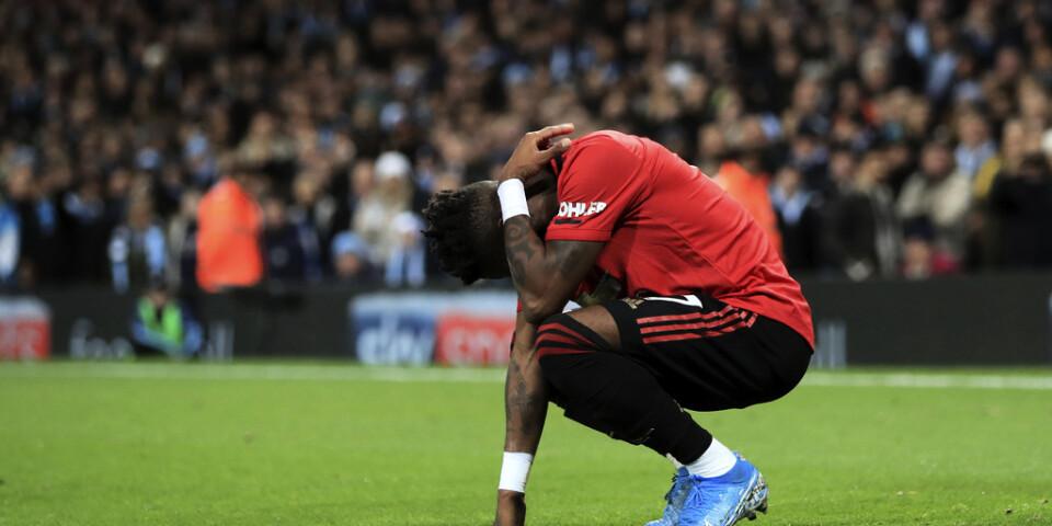 Manchester Uniteds Fred fick föremål kastade på sig i bortamötet med Manchester City.