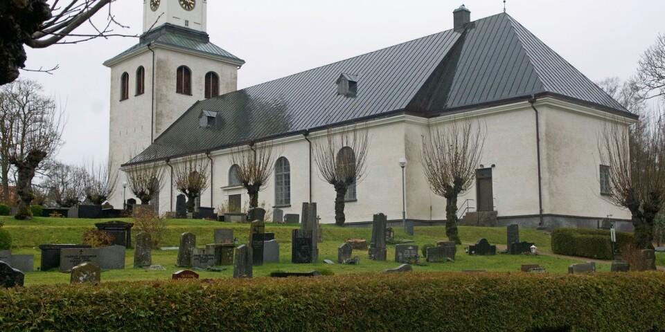 Linneryds församling satsar på bisamhällen när keramikern Martin Andersson och prisade honungsproducenten Ellinor Heim förenas i ett jordnära miljöprojekt.
