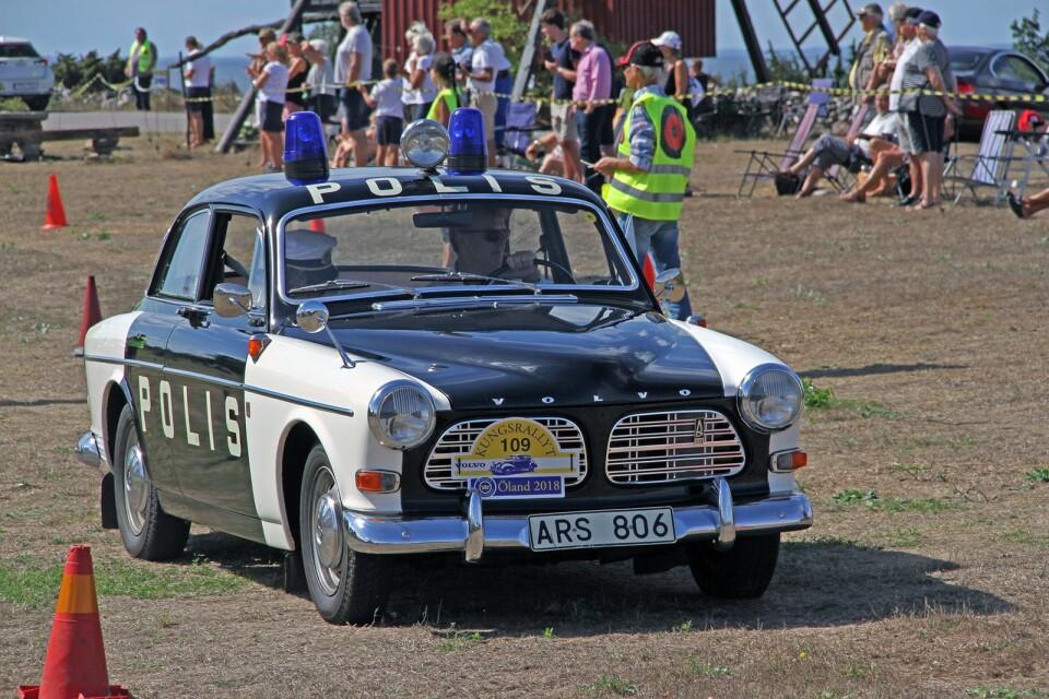 En gammal polisbil i form av en Volvo Amazon från 1970 väckte uppmärksamhet.