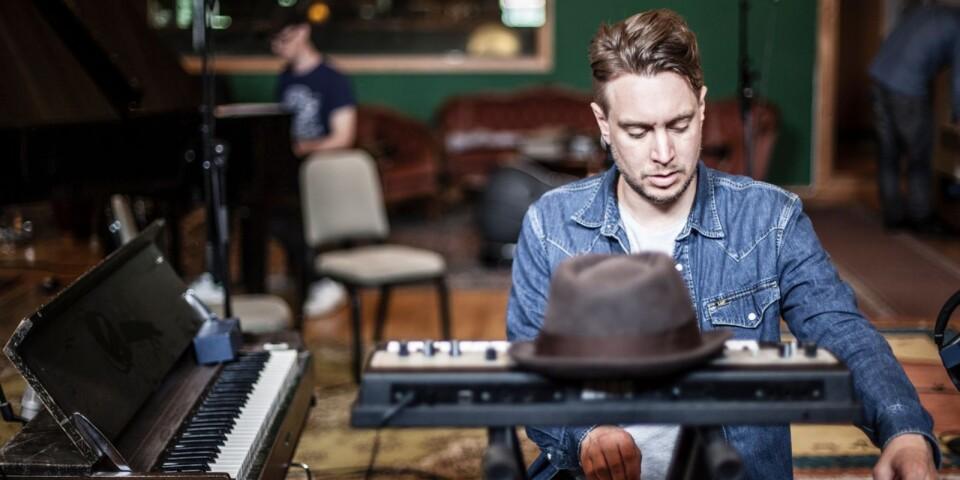 Anders Thorén håller i Musikquizet. Foto: Kate Visonj