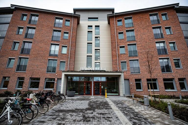 Hälsohuset omfattas av besökförbud efter ett beslut fattat av kommunledningen under onsdagseftermiddagen.