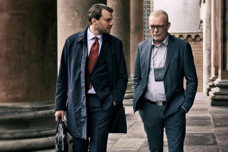 Pilou Asbæk och Søren Malling gör rollerna som åklagare Jakob Buch-Jepsen och mordutredaren Jens Møller.