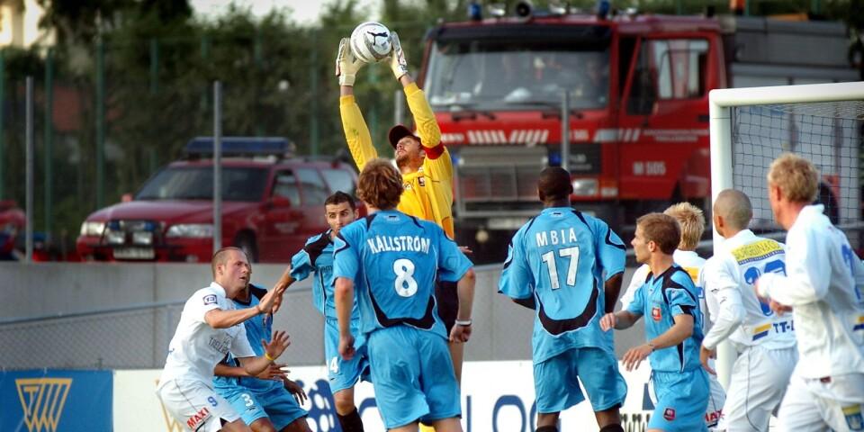 Isaksson spelade när Rennes mötte TFF i en träningsmatch 2005. Rennes vann med 3–1. Alexander Frei blev tvåmålsskytt för Rennes medan Christian Ahlström gjorde mål för TFF.