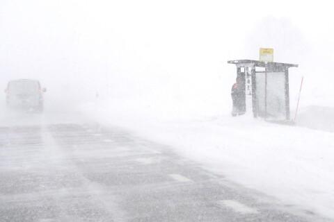 Snöovädret fortsätter under dagen