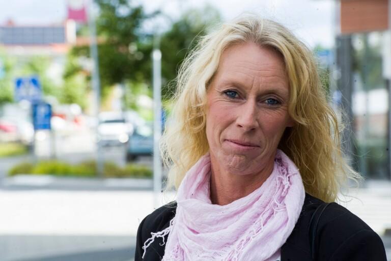 """SD vill säga upp kommunanställda för att spara pengar: """"Returnera Gucciväskan"""""""