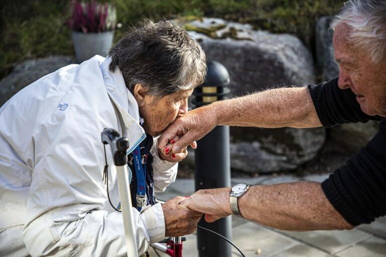 """Här återförenas Svea, 88 och Henry, 90: """"Jag är så lycklig"""""""