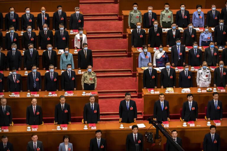 President Xi Jinping, i bildens mitt, och andra kinesiska makthavare på folkkongressen i Peking.