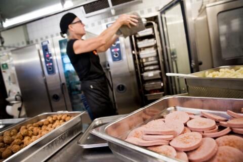 Utländskt kött köps in till skolor och boenden