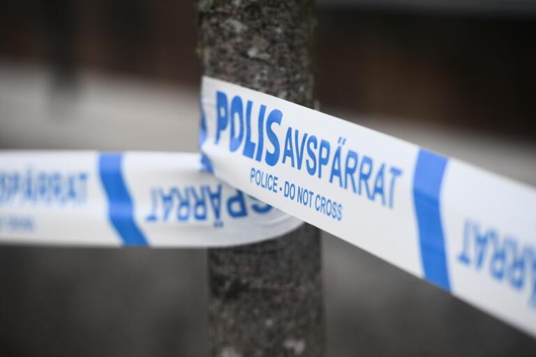 Polisen ska genomföra en brottsplatsundersökning i den bil som misstänks vara brottsplatsen. Arkivbild.