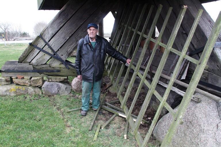 Anders Wahlström är son till siste mjölnaren i Kvarnkungen. När det är Öppen kvarn berättar han minnen och anekdoter för besökarna.