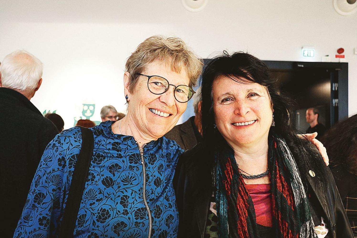 """Britt Nilsson var på plats på museet tillsammans med konstnären Ana Gaines, en av utställarna. """"Jag är så glad och stolt över att vara med"""" sa Ana."""