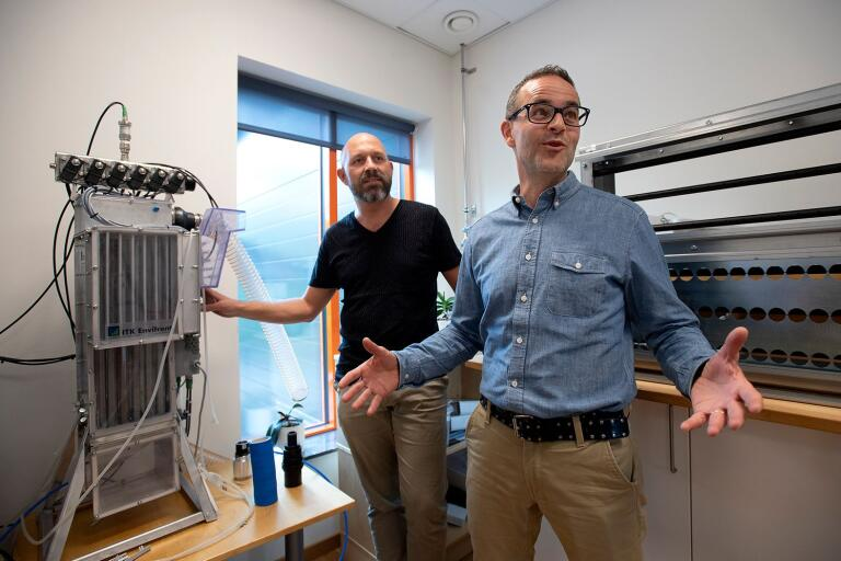 """Freddie Edqvist och Fredrik Albertson berättar att de tog kontakt med flera potentiella förvärv. """"Hej, vi vill gärna köpa ett bolag. Är ni intresserade av att prata med oss?"""". Det slutade med att de köpte ITK Envifront."""
