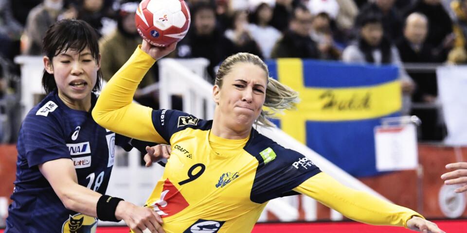 Mittnian Melissa Petrén fick komma in som högernia och svarade för fem mål och sex assist när Sverige tog tredje raka VM-segern via 34–26 mot värdnationen Japan.
