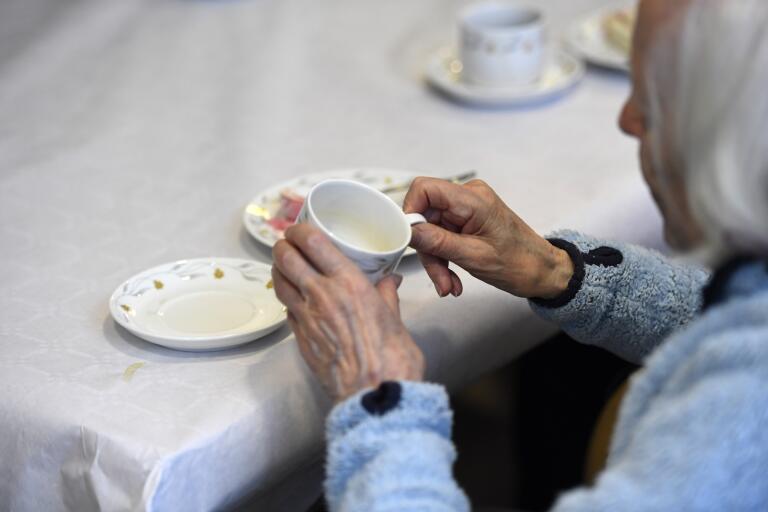 Från och med den här veckan kan äldre på särskilt boende i kommunen få besök utomhus.