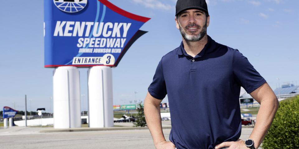 Nascarföraren Jimmie Johnson tar steget över till Indycar. Bild från i juli.