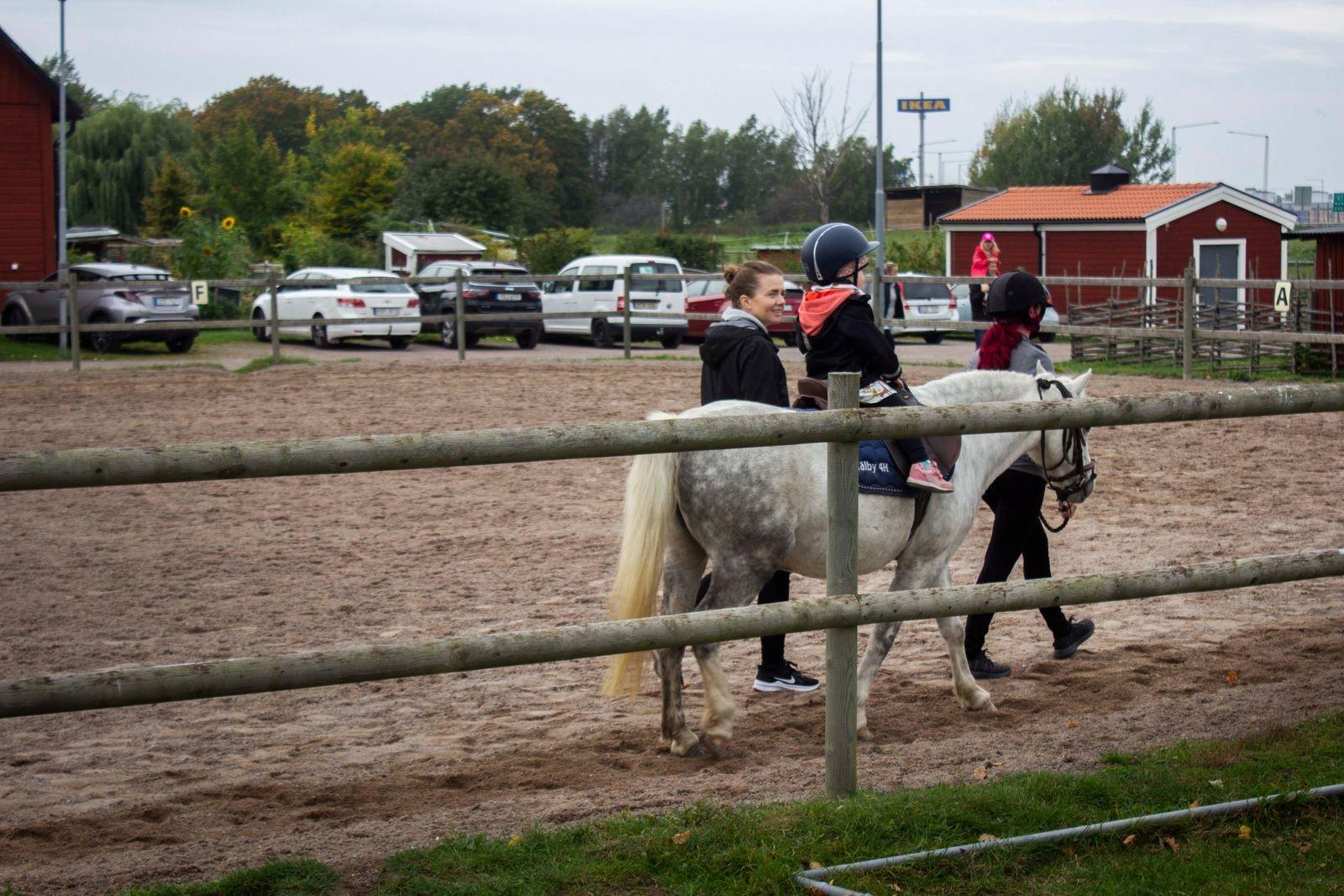 Under dagen bjöds alla barn på ponnyridning.