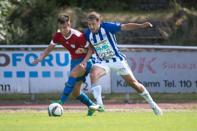 Adam Kaarle och hans IFK Karlshamn jagar division 2.