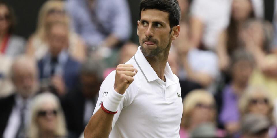 Novak Djokovic vann fjolårets Wimbledon – nu är det osäkert om det blir någon turnering i sommar. Arkivbild.