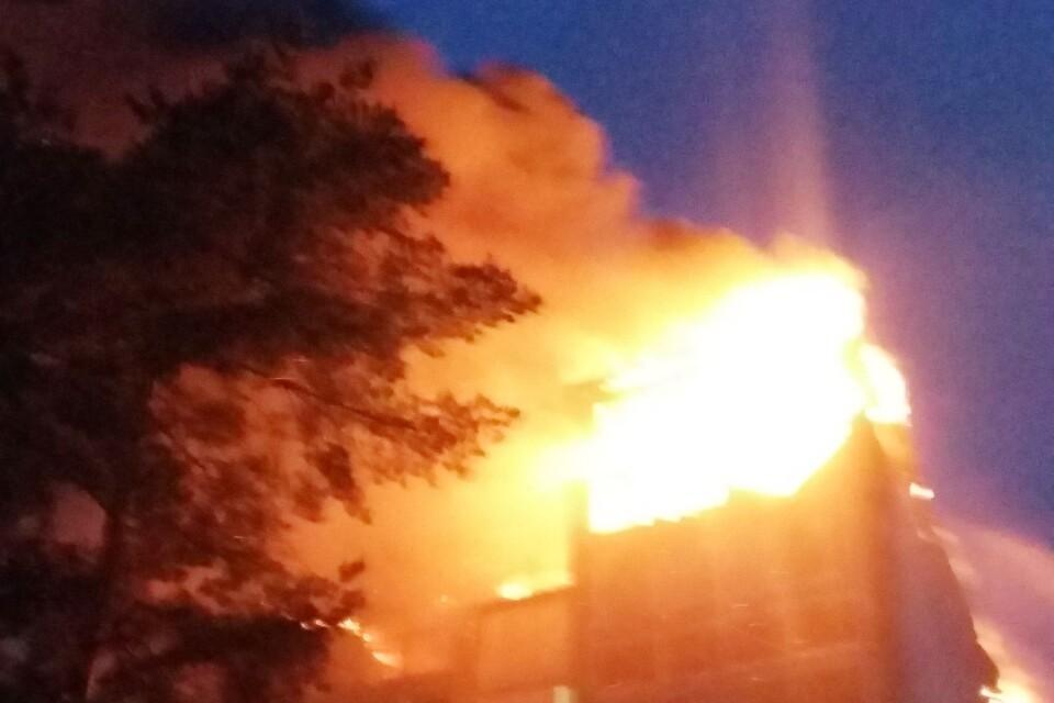 Så här såg det ut när huset på Dahlborgsgatan brann natten till lördagen.