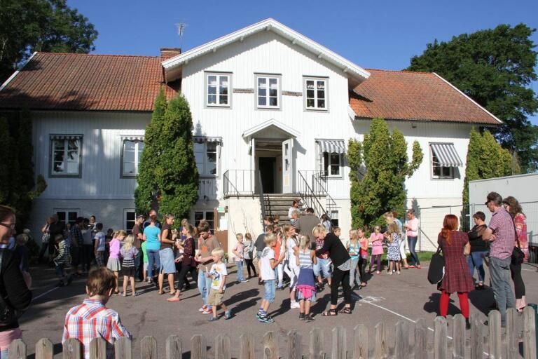 De små skolorna i Borgholms kommun levererar mycket goda skolresultat. Här Gärdslösa skola.