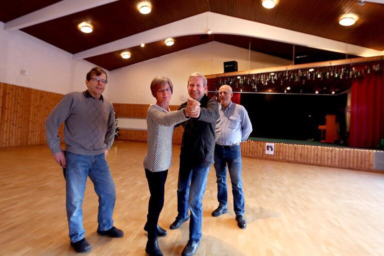 Tranemo dansförenings danskvällar i Limmareds folkets hus lockar dansare från alla håll. Nu är det dags för en ny omgång under åtta söndagar och föreningen hoppas att ännu fler kommuninvånare ska våga sig på att dansa. På bilden, som är tagen vid ett tidigare tillfälle, är Inge Olsson, Thomas Palmqvist, Marianne Palmqvist och Tommy Vogel.
