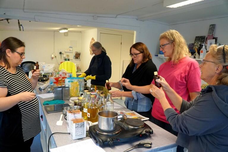 Hållbar kurs där deltagarna lär sig tvåla till