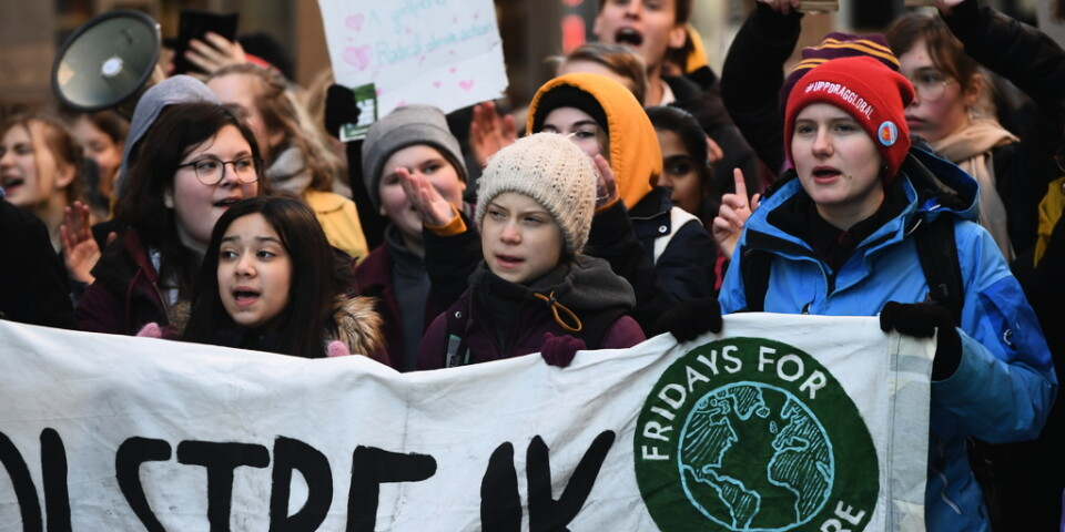 Greta Thunberg med demonstranter vid fredagens Fridays for future-demonstration på Mynttorget i Stockholm.