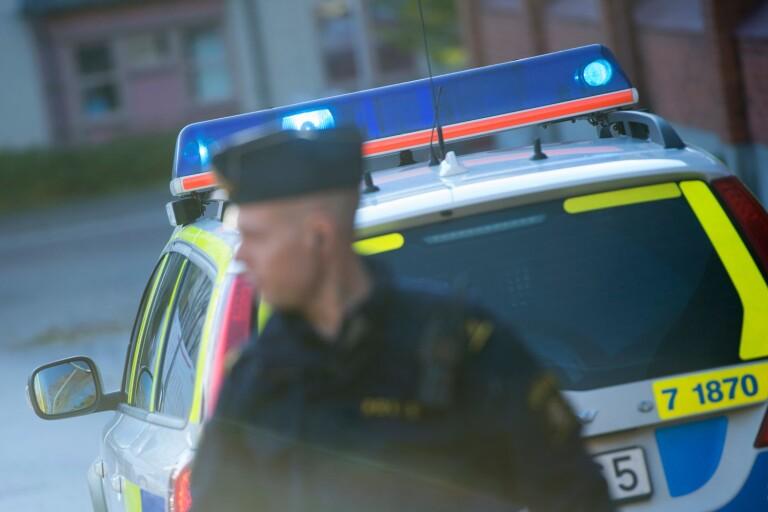Brott: Döms för hot och våldsamt motstånd efter utekväll