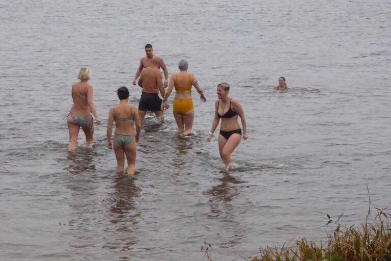 """Höstbadare intog Växjösjön: """"Både uppiggande och lugnande"""""""