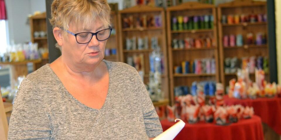 En sann ljusbärare. Mari Torstensson började virka och ville för 15 år sedan komplettera sitt sortiment på marknaderna. Innan hon visste ordet av var hon fabrikör i ljusbranschen och i mars firar hon 15 år.