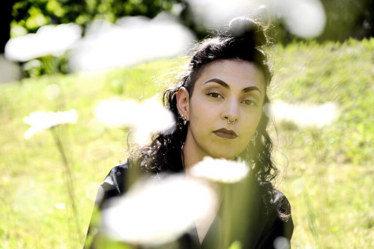 """Jag är såklart jätteglad, det är en självförtroendeboost. Men det finns så många andra som har gjort så mycket mer, jag har svårt att förstå varför de valde mig"""", säger Nathalie Ruejas Jonson."""
