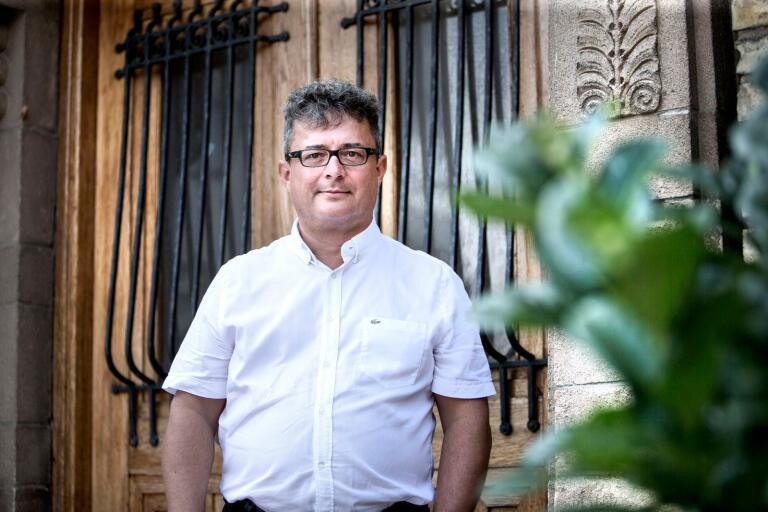 Johan Adolfsson fick tjänsten som kommunikationschef i Trelleborgs kommun men valde att säga upp sig efter att Mikael Rubin (M) tagit beslut om att gå med på hans krav för att säga upp anställningsavtalet.