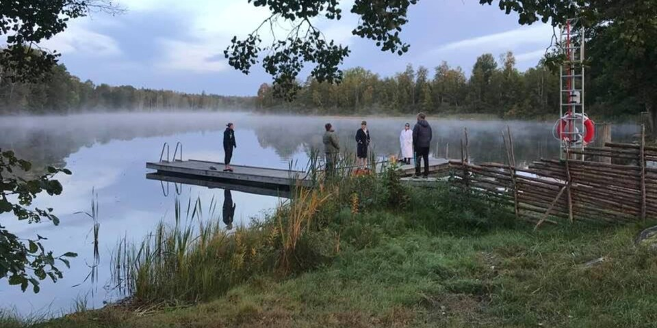 Morgondopp vid Bråhultesjön klockan sju och 13 grader i vattnet på fredagsmorgonen den 25 september. Tack för rapporten och det fina fotot Ingemar Lönnberg.